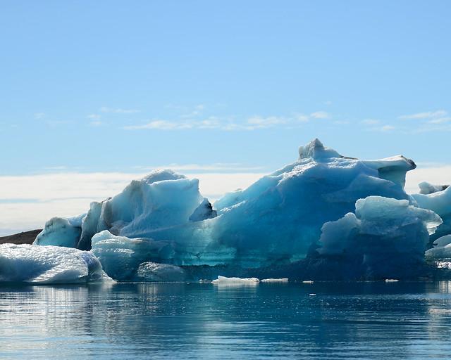 Bloques de hielo e icebergs azules en Jökulsárlón
