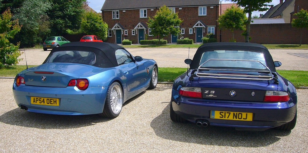 Bmw Z4 And Z3 Rear View The Z3 Dark Blue Is A 1999