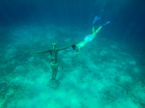 Mexico-Cozumel-Chankanaab-underwater-statue-Travel-Addicts | by The Travel Manuel
