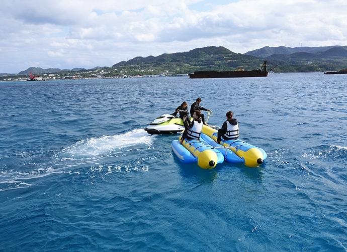 10 沖繩自由行 水上活動 香蕉船 Marine Support TIDE 殘波 藍洞海洋觀光 藍洞浮潛&珊瑚礁 餵食熱帶魚浮潛
