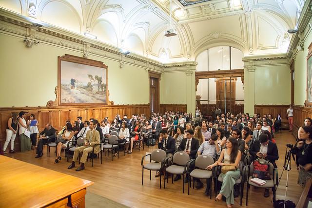 Revisa cómo fue la ceremonia de entrega de los Diplomados a los alumnos del Programa de Derecho Administrativo Económico