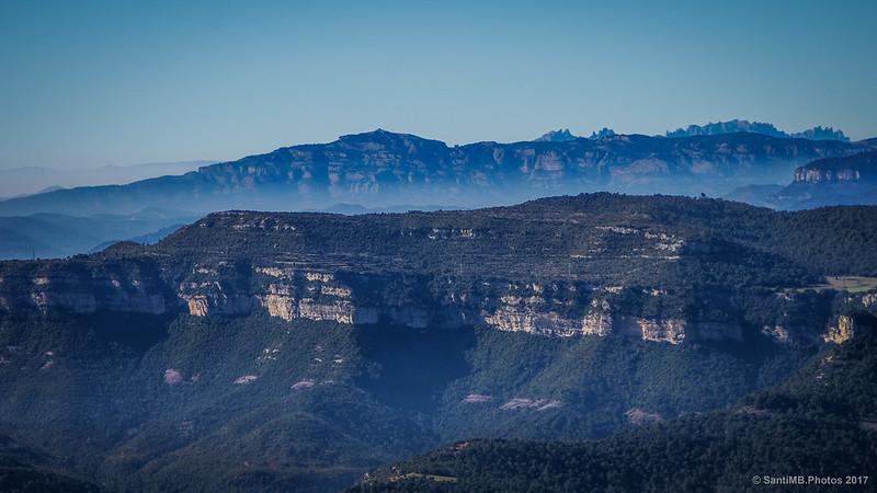 Cingles de Bertí, Sant Llorenç de Munt y Montserrat desde el Turó de Tagamanent.