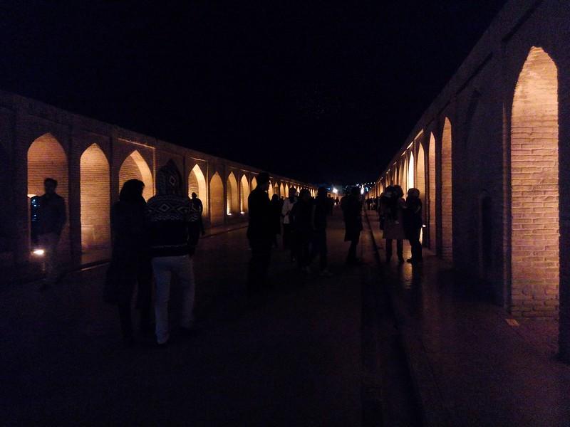 Мост Си-о-Се Поль ночью