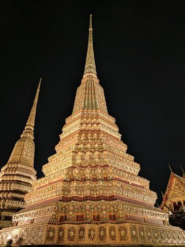 The beautiful Wat Pho at night