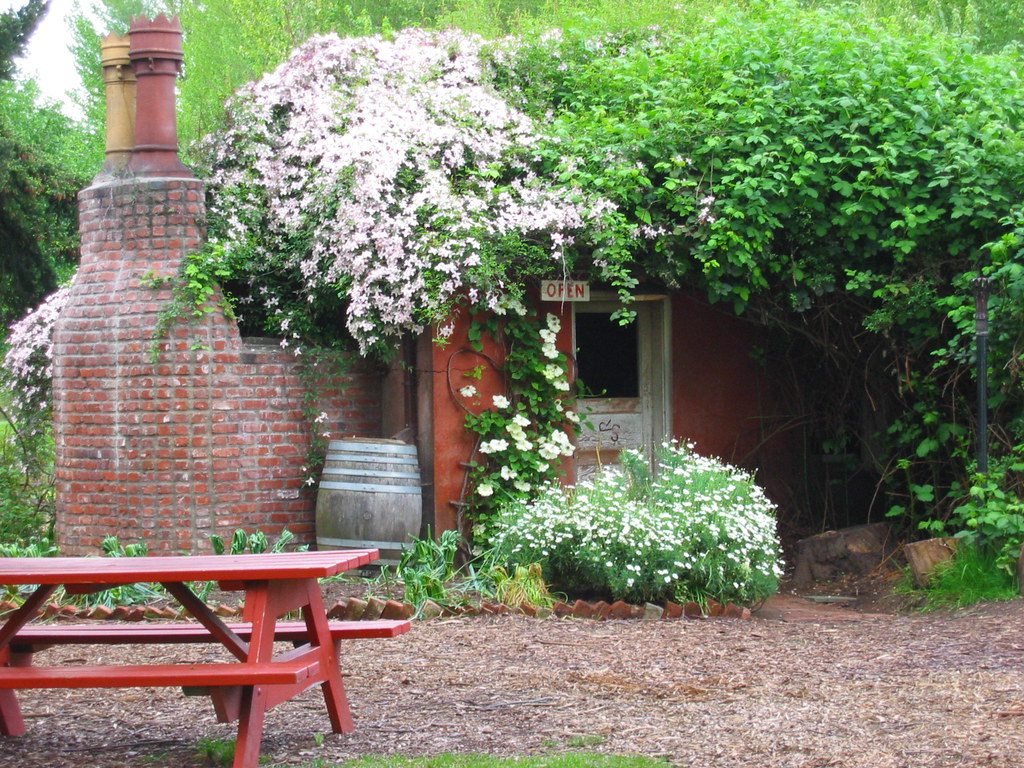 The Little Red Shed At Mcmenamins Edgefield Troutdale Or