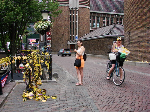 Yellow Tour de France Grand Depart sunglasses along the Oudegracht