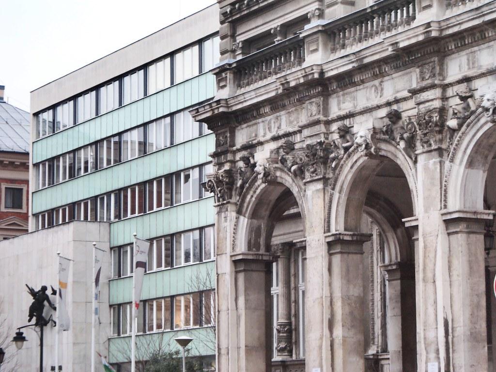 Budapest : Portes, fenêtres, architecture - Vanupied