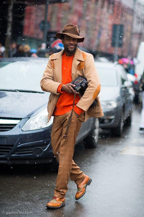 Karl-Edwin Guerre lleva la sastrería masculina como nadie combinando sus looks para hombre con colores brillantes