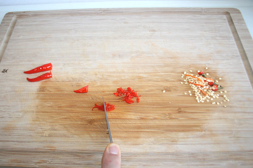 29 - Chili entkernen & zerkleinern / Decore & hackle chilis
