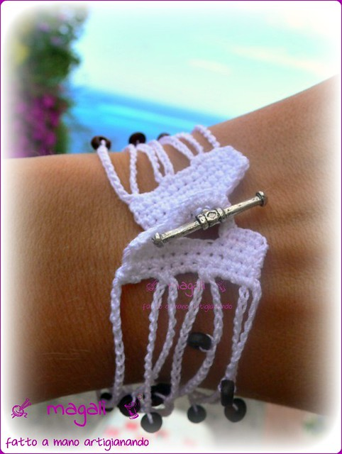 bracciale e girocollo bianco in cotone con perline di legno