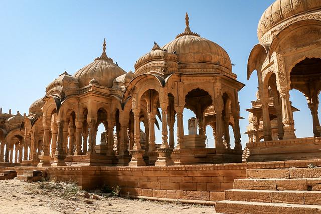 Beautiful royal cenotaphs in Bada Bagh, Jaisalmer, India ジャイサルメール バダ・バーグの美しい王家の墓たち