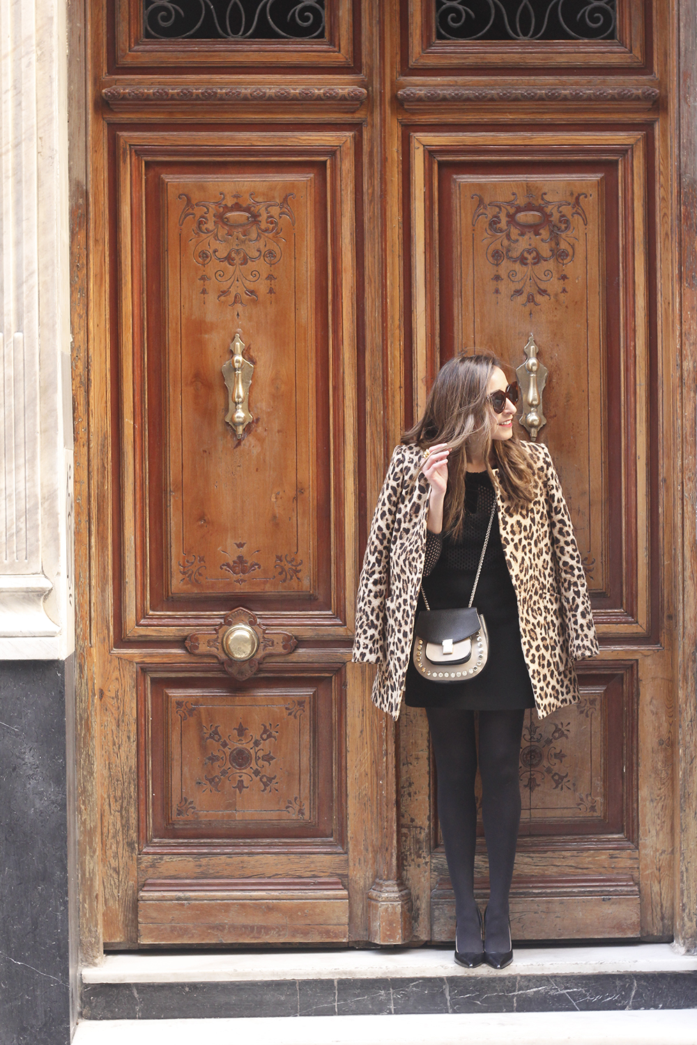 total black outfit leopard coat maje shirt pencil skirt heels uterqüe bag céline sunglasses fashion style03