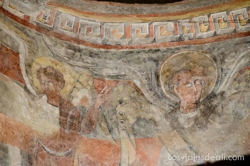 pueblos del macizo del Canigó pinturas románicas en Arles-sur-Tech