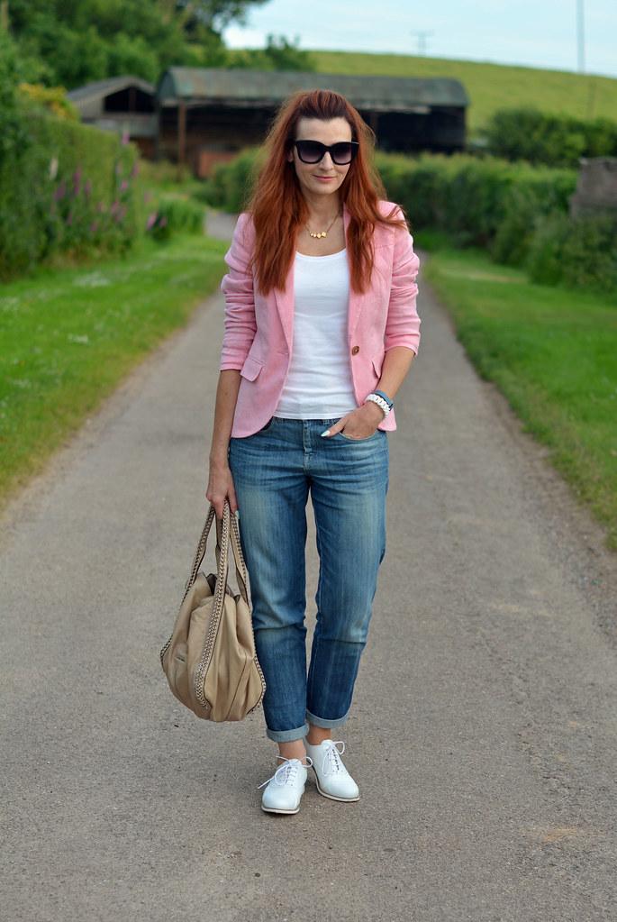 Summer style | Pink blazer, boyfriend jeans, white brogues