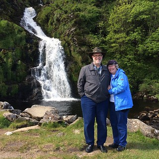 Who doesn't love a good waterfall. Apparently there are bunch in southwest Donegal. We only saw one on our tour with Derek Vial of Tour Donegal. This one was beautiful and surrounded by a gorgeous bay of water. #donegal #Ireland #celticinvasion