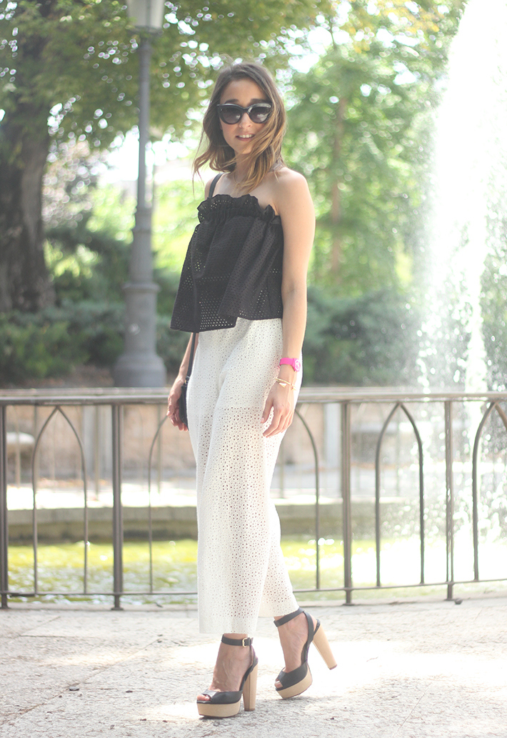 White Palazzo Pants With Black Top Summer Outfit03