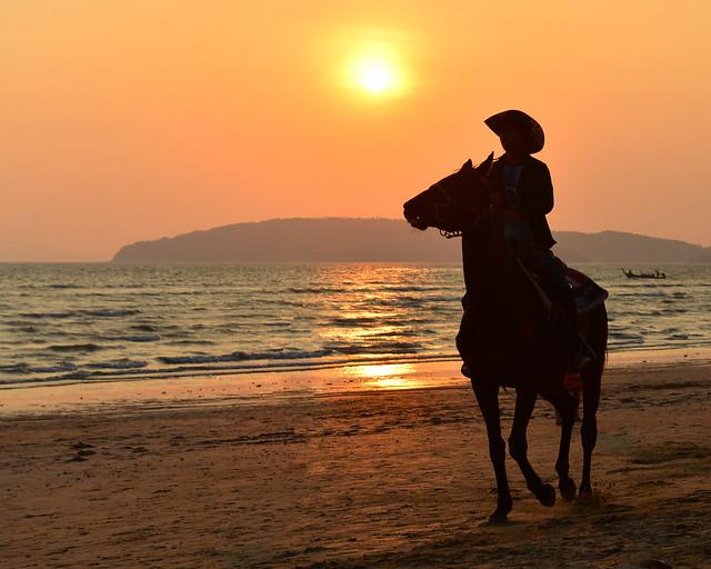 Atardecer en la playa de Ao Nang