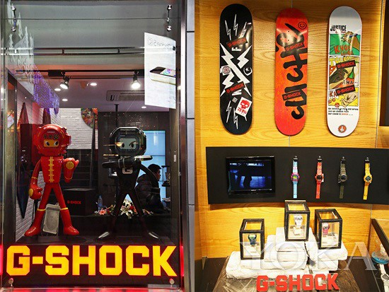 A G-SHOCK MAN G-SHOCK art statues and TOUGHNESS with the shop window dressing echo
