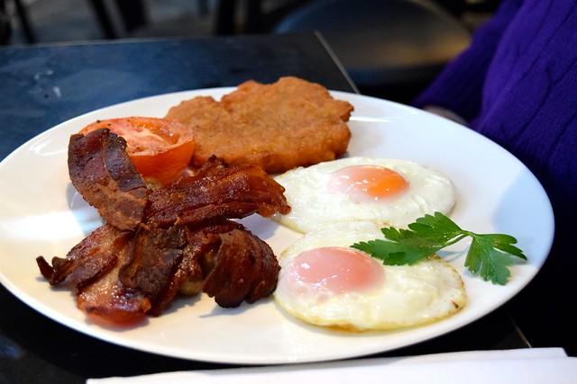 German Cooked Breakfast at German Gymnasium, King's Cross | www.rachelphipps.com @rachelphipps