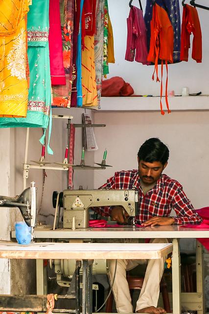 A man sewing dresses, Jaisalmer, India ジャイサルメール 民族衣装を縫う男性