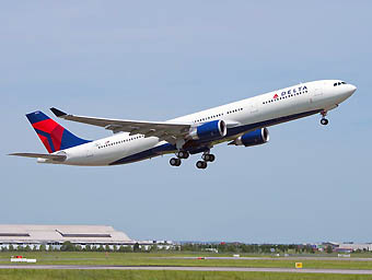 Delta A330-300 242 MTOW take off (Airbus)