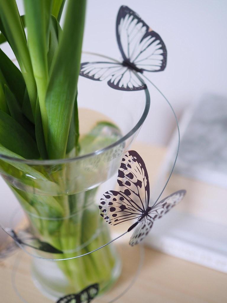 perhosia-rautalangassa