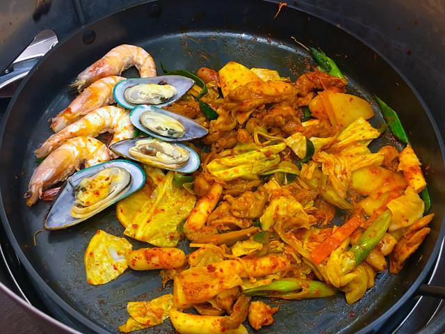 yoogane seafood chicken dak galbi cooked
