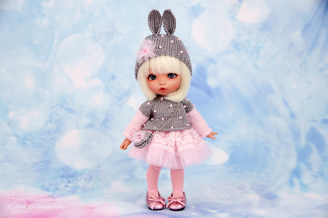 Bunny Outfit (cap, sweater, skirt, bag, tights)