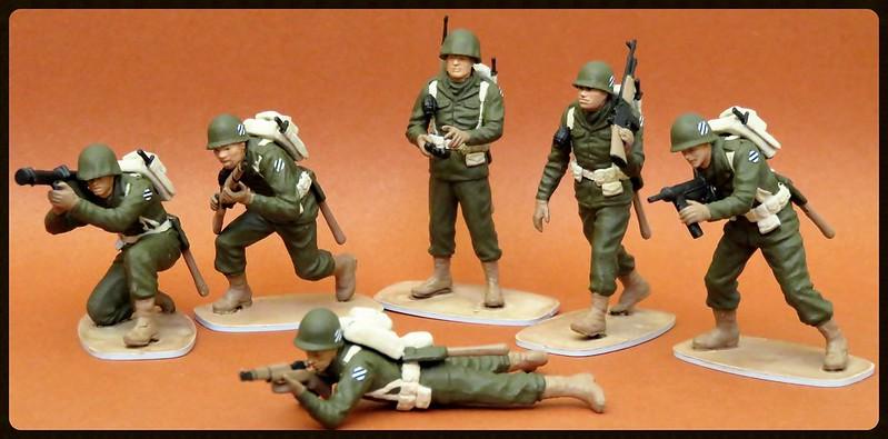 Toy soldiers, cowboys, indians, space men etc 31885488595_0431401ba0_c