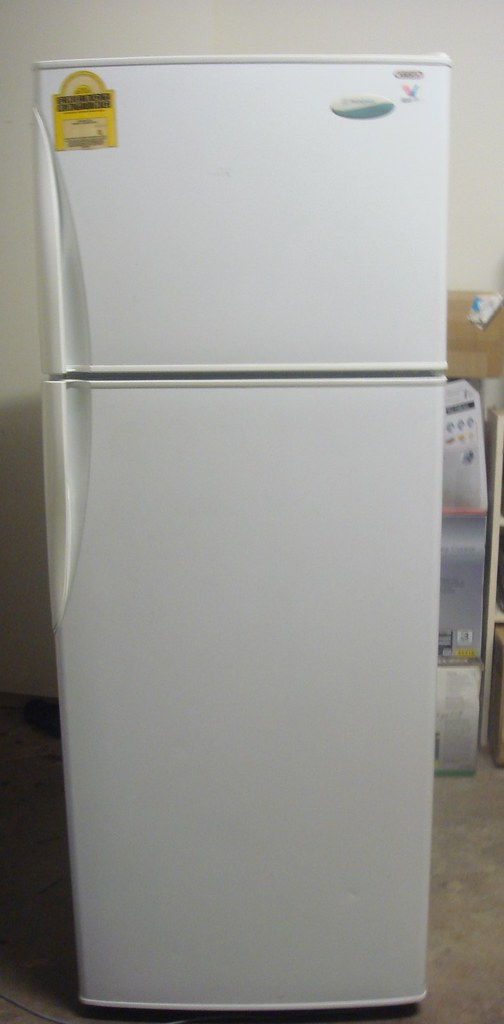 比起上海家中的品相差很多,但任劳任怨工作一直很卖力的老冰箱