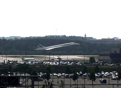 Concorde makes its final landing in Dulles (6/13/2003) | by ohad*