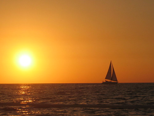 Sailing off into the sunset | by tiarescott