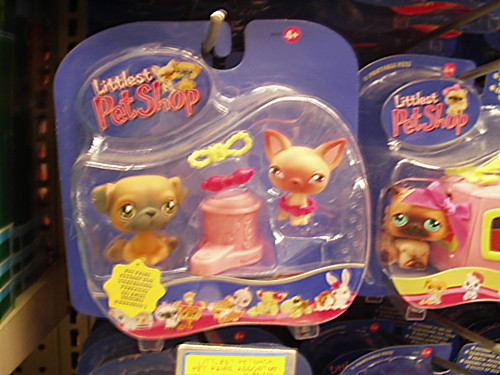 Scary dogs toys at toys r us didn 39 t like the look of for Cuisinette toys r us