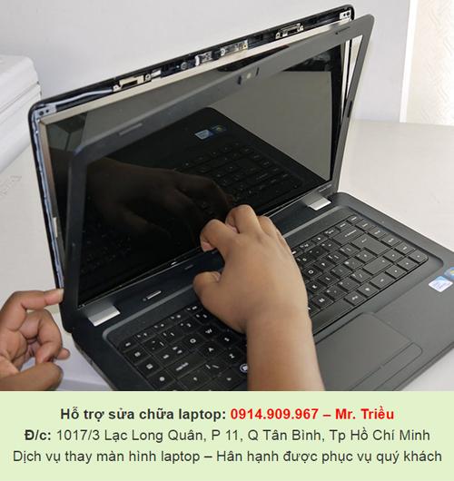 Kĩ thuật viên đưa lời khuyên đến người dùng về việc vệ sinh và bảo vệ màn hình laptop nhanh chóng và đơn giản