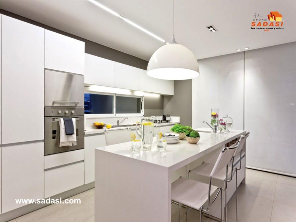 Grupo sadasi le habla de mobiliario e iluminaci n blanca - Techos para cocinas ...
