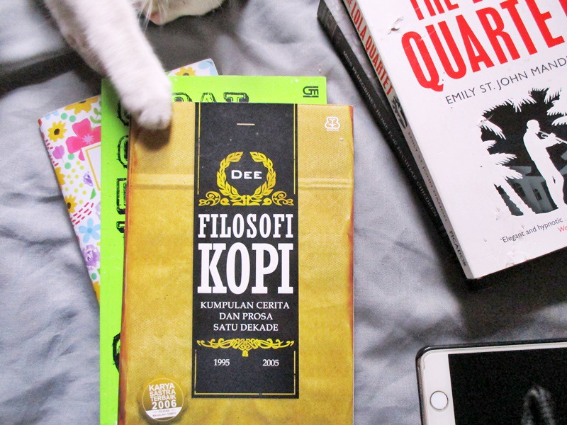 Finished in January Filosofi Kopi by Dee Lestari - Hola Darla