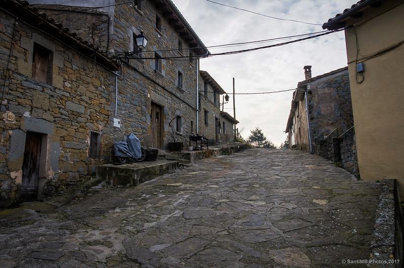 El Camí Ral de Vic a Olot recien cruzada la carretera de Tavertet