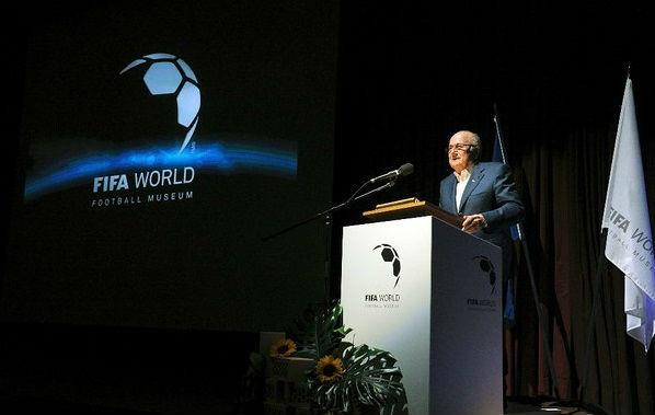 """""""No renuncié, puse mi mandato a disposición"""": Blatter"""