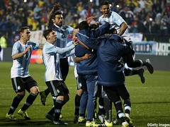 VIムA DEL MAR, CHILE - JUNE 26:  Players of Argentina celebrate after the 2015 Copa America Chile quarter final match between Argentina and Colombia at Sausalito Stadium on June 26, 2015 in Vi del Mar, Chile. (Photo by Gabriel Rossi/LatinContent/Getty Ima