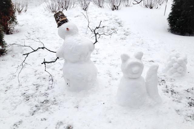Perjantai 13. lumiukko, lumikissa ja lumilyhty. Valokuvaaja: Markus Kauppinen