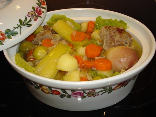 法國傳統菜:牛肉蔬菜鍋(pot au feu)。圖片來源:ibu