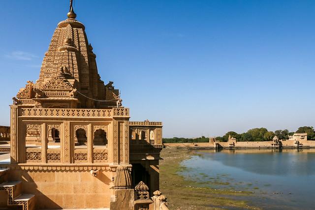 Amar Sagar Jain temple with the lake, Jaisalmer, India ジャイサルメール アマルサガルのジャイナ教寺院と湖