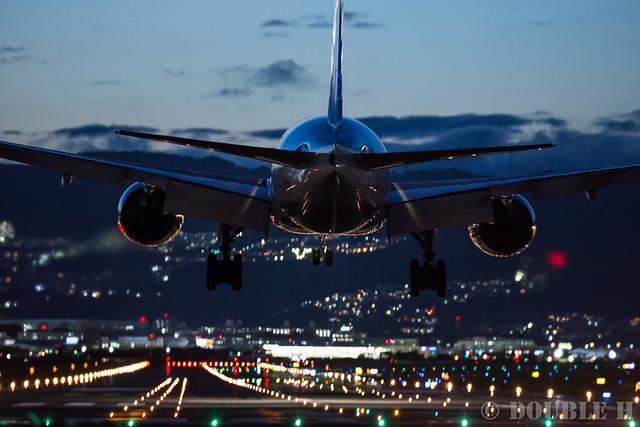 Itami Airport 2016.9.8 (22) ANA's B777-200