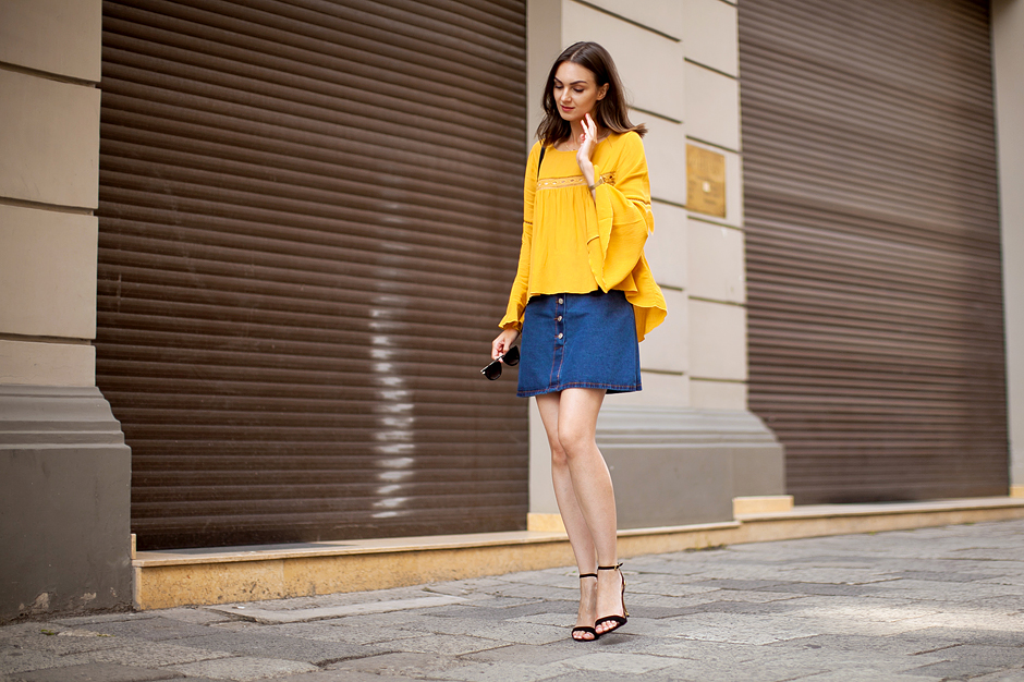 70s-trend-denim-button-up-skirt-outfit