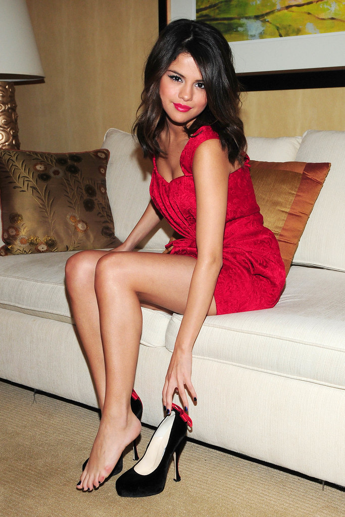 selena gomez feet i love selena gomez way to much i love flickr