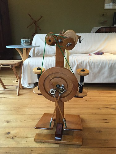 Mirabelle handmade spinningwheel based on Majacraft