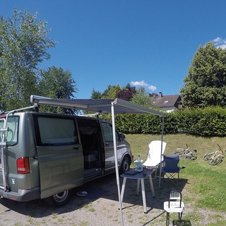 #vanlife #vwcaliforniabeach #blackforrest #bluesky #vanagon #vwcamper #furgovw #vw