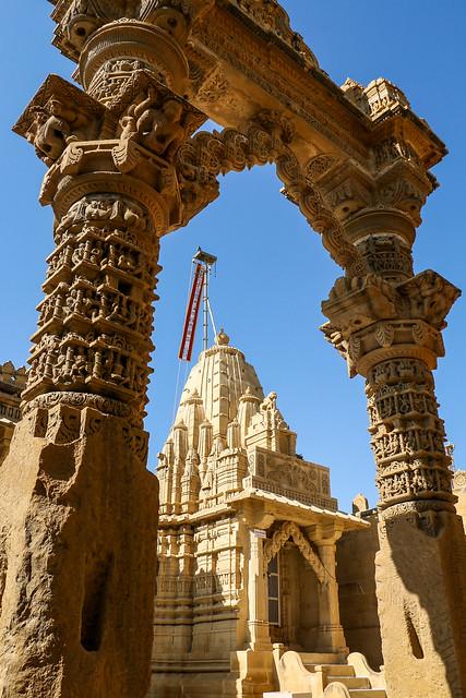 Gate of Lodurva Jain temple, Jaisalmer, India ジャイサルメール ロアーバのジャイナ教寺院の門