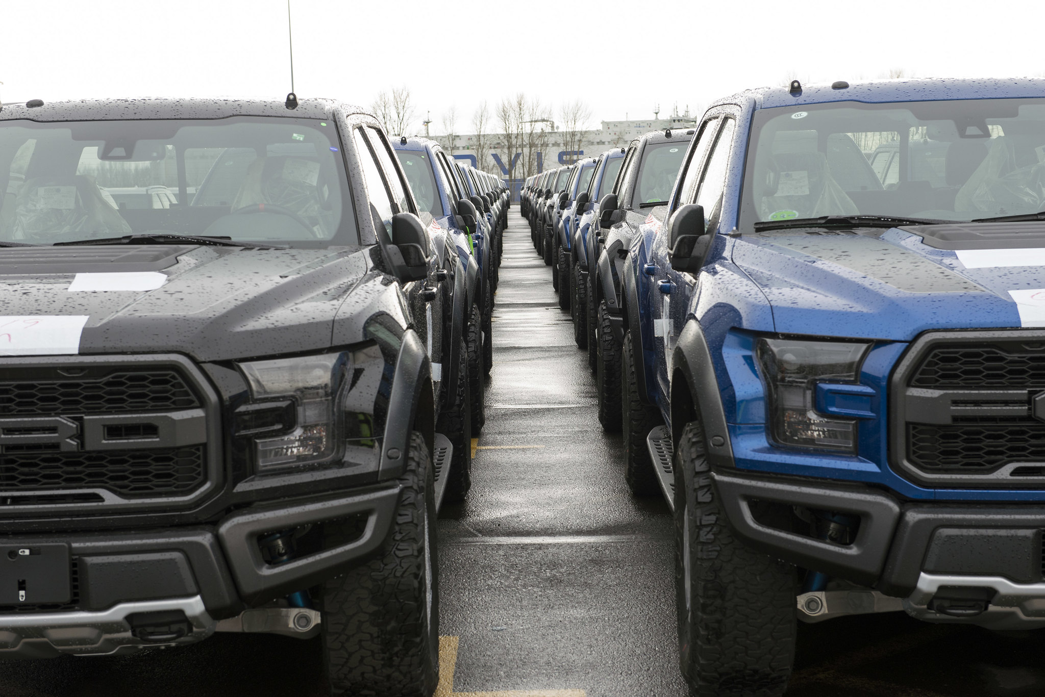 2017 Ford F-150 Raptor now on its way to customers in China