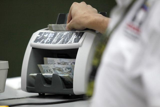 Fotos bcv mostr elementos de seguridad de nuevos billetes for Ministerio de relaciones interiores y de justicia